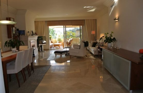 Luxury apartment with south facing position in Las Alamandas