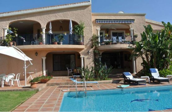 Villa for sale in Nueva Andalucia Marbella Spain