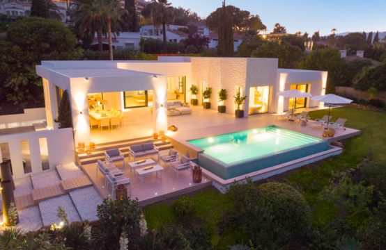 Stunning contemporary design villa in the heart of the golf valley